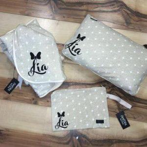 סט – שמיכה כרית ונרתיק חיתולים בעיצוב אישי