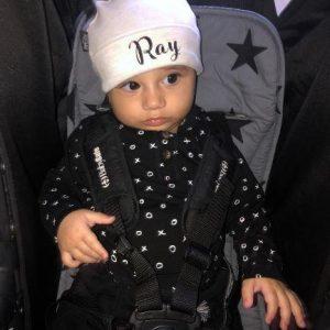 כובע פונפון עם השם